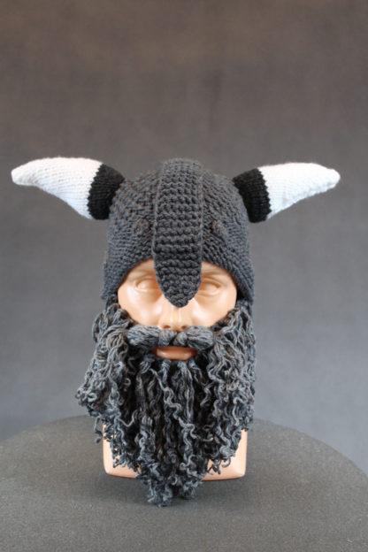 Czapka z brodą i rogami